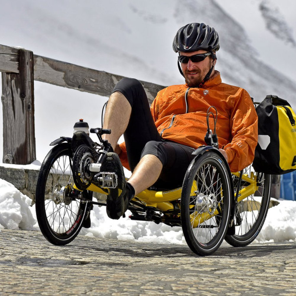 AZUB T-Tris 26 - recumbent trike in action.jpg