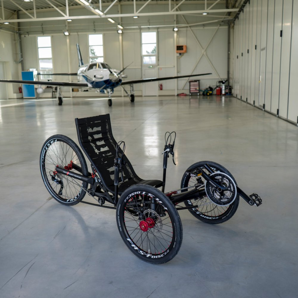 AZUB Ti-FLY - riding recumbent trike.jpg